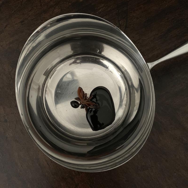アニス風味のホットミルクを作る