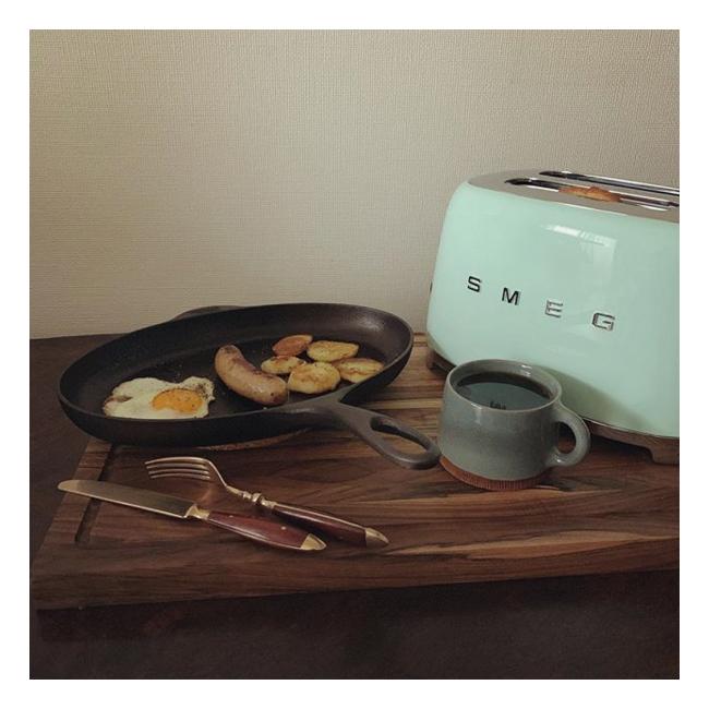 シェップスフルトのフィッシュパン、SMEGのトースター、シグネペーションペリンのカップ