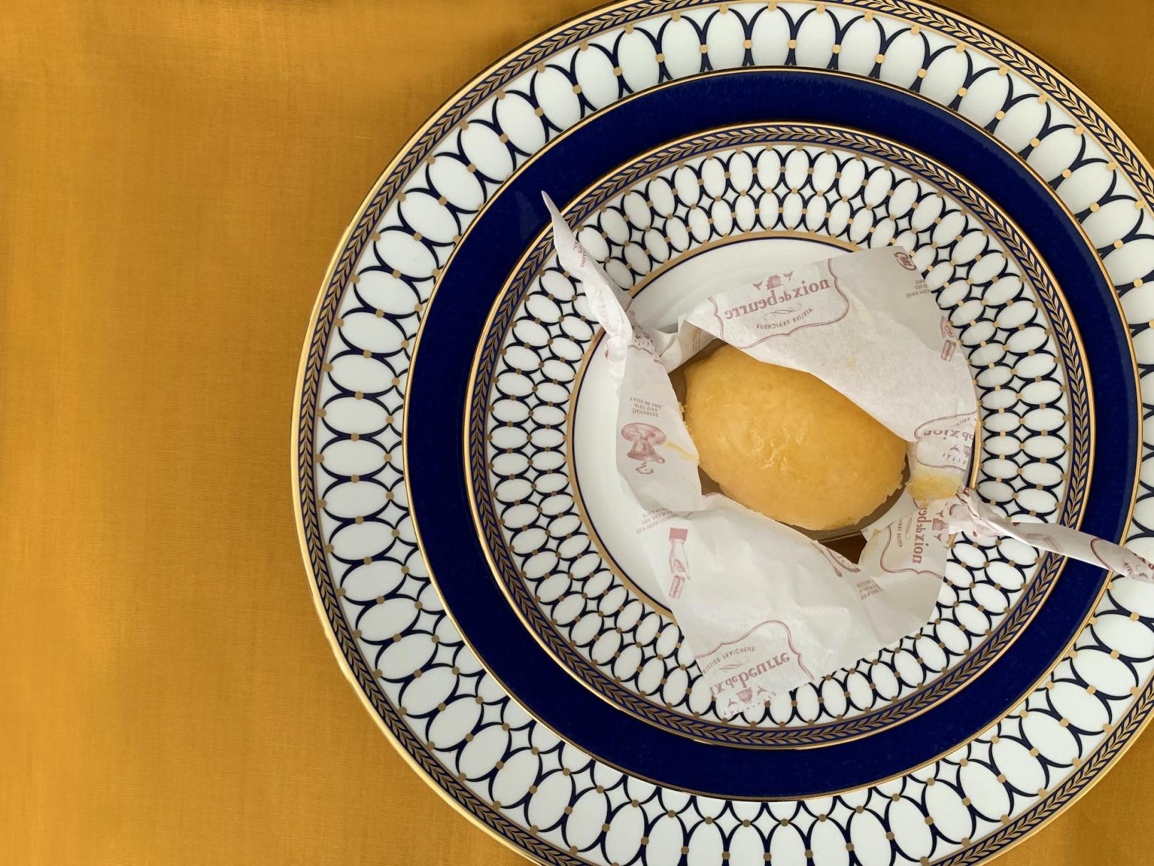 ノワ・ドゥ・ブール(noix de beurrel)のレモンのケーキ Photo by Yoko Kadokawa