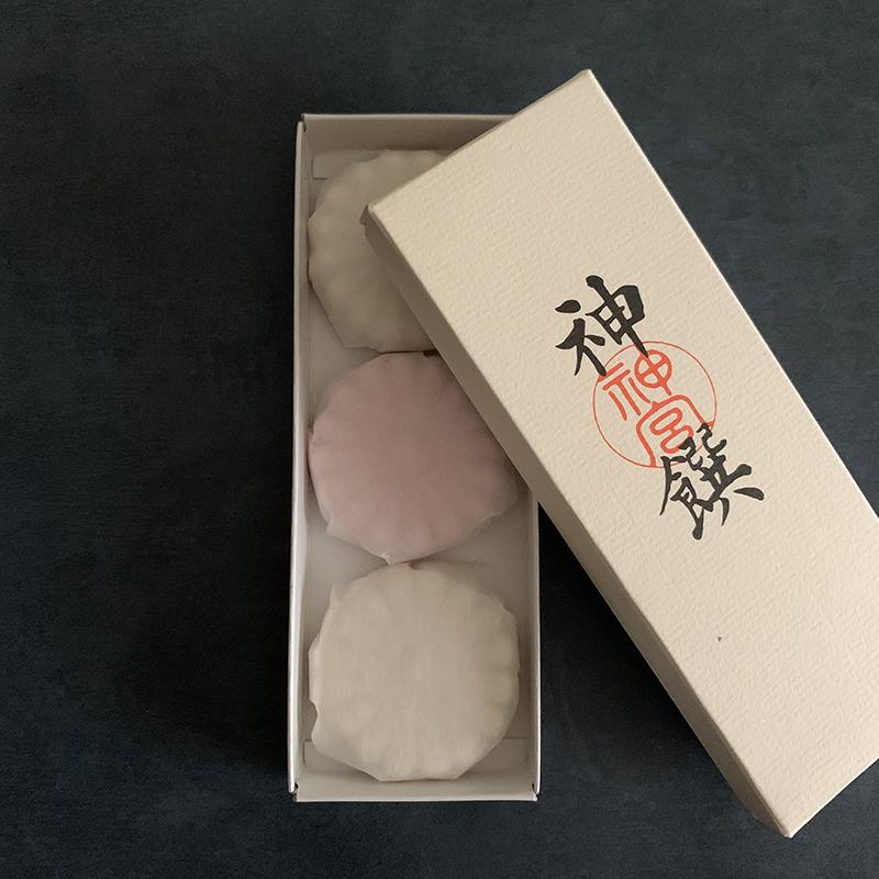 藤屋窓月堂 伊勢神宮土産の御干菓子, Photo by Yoko Kadokawa
