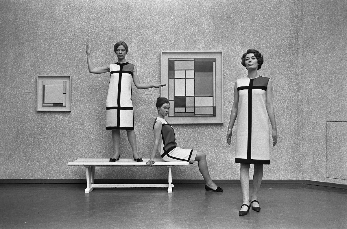 Mondriaanmode door Yves St Laurent (1966)(出典:Wikimedia Commons Author:Eric Koch / Anefo)