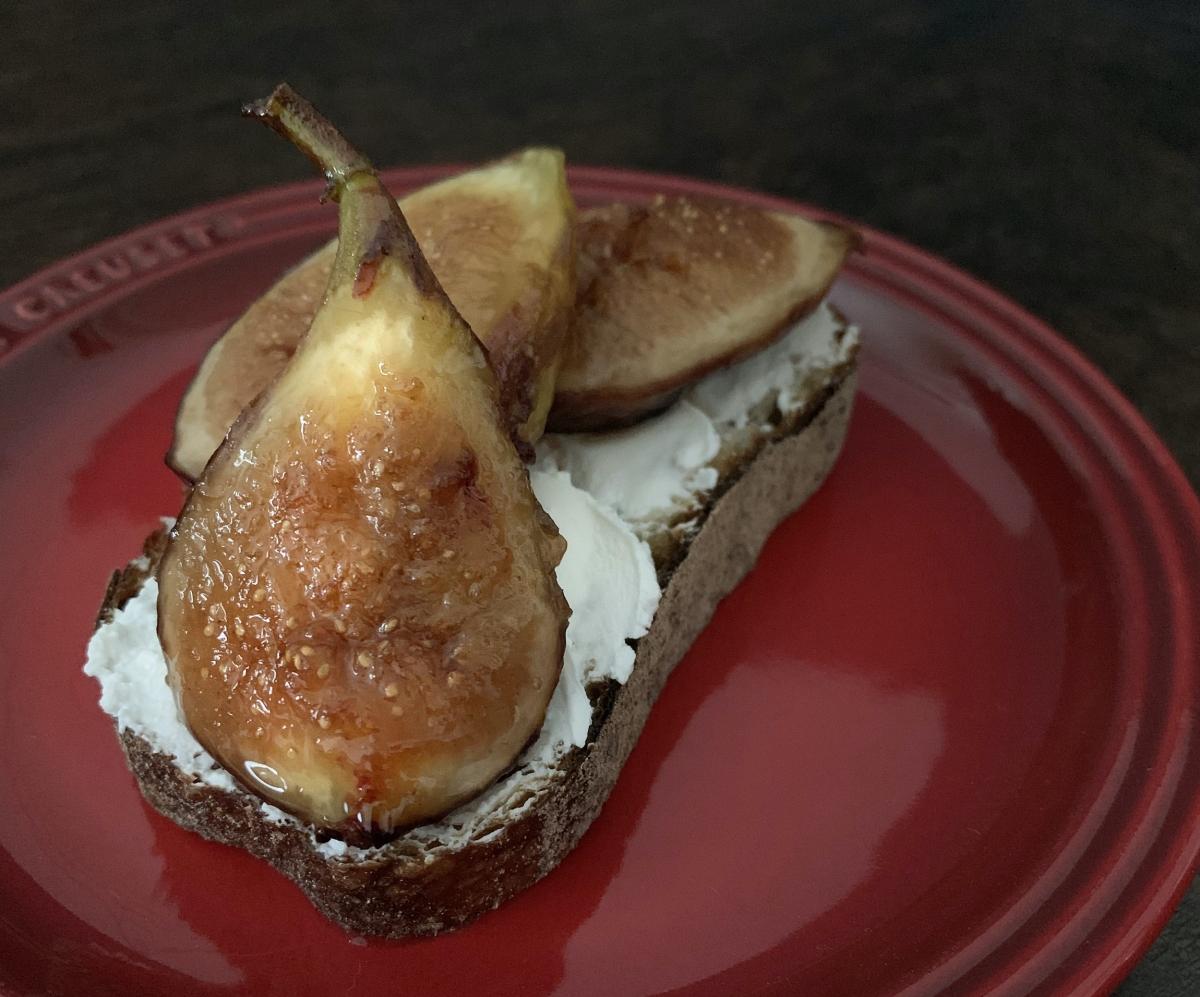 無花果とチーズとパン