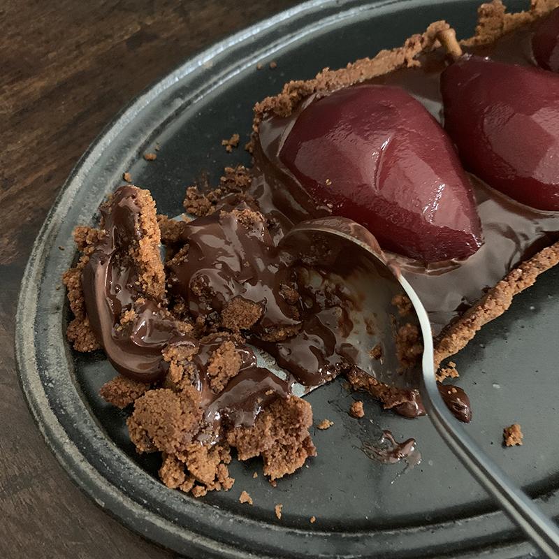 崩壊しても美味しい洋梨コンポートのチョコタルト