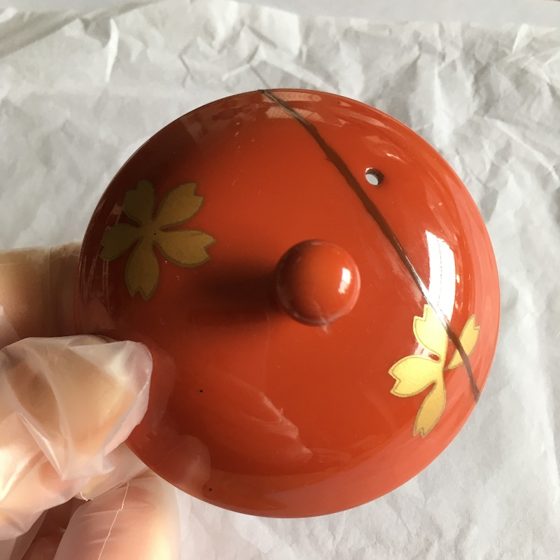金を蒔く前に弁柄漆を薄く塗る