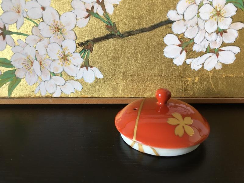 金継ぎが完成した深川製磁桜の急須の蓋