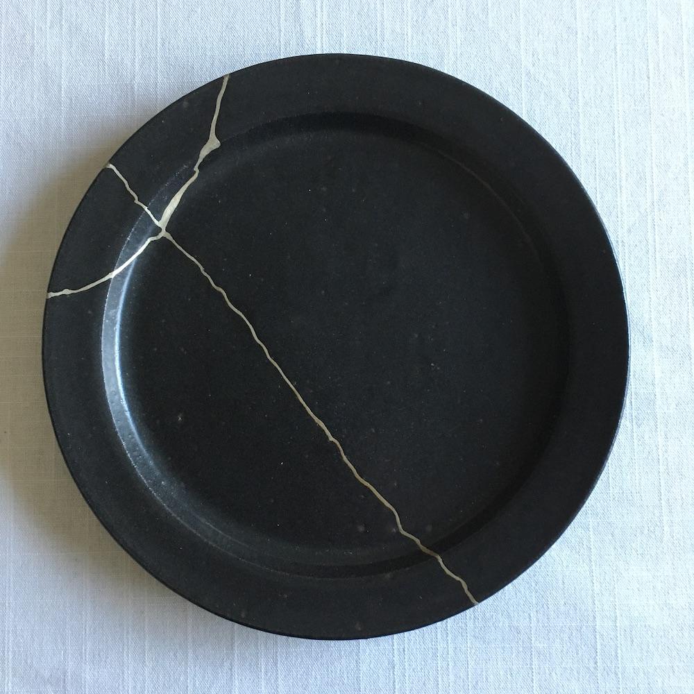 錫で仕上げた吉田直嗣の皿