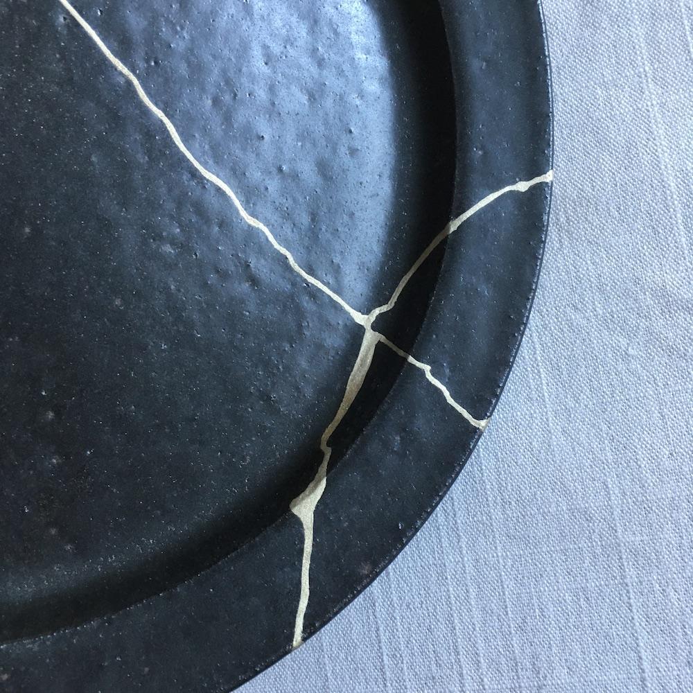 錫で継いだ吉田直嗣の皿